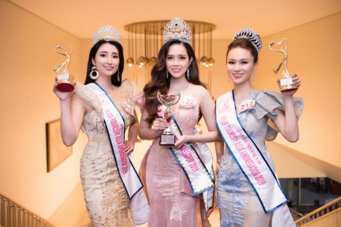 Từ trái sang phải: Á hậu 1 đến từ Nhật Bản Hirona Kobayashi, Tân hoa hậu Lê Bảo Tuyền và Á hậu Vương Thanh Hằng.