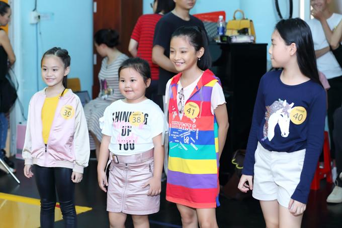 Với mong muốn mang đến những nụ cười cho các bé nên chủ đề chương trìnhnăm nay sẽ là Nụ cười xinh, được truyền tải qua hình ảnh của thời trang.