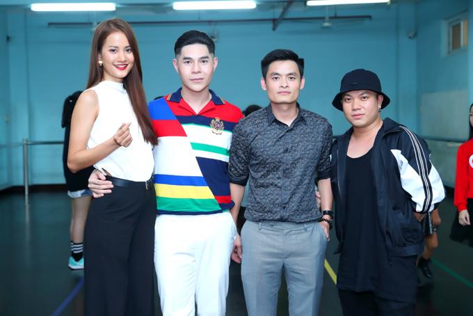 Cùng với Hương Ly, tham gia buổi casting còn có sự góp mặt của đạo diễn Nguyễn Hưng Phúc, bác sĩ Hữu Nghiêm, nhà thiết kế Hà Nhật Tiến (từ trái qua phải).