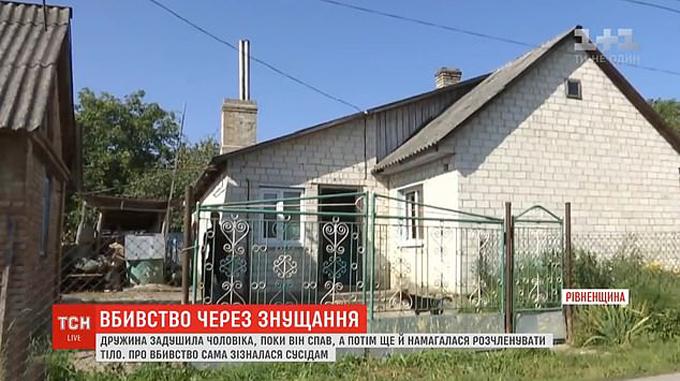 Ngôi nhà củ vợ chồng Mri và Oleksndr ở làng Obriv, Ukrine. Ảnh: ICTV.