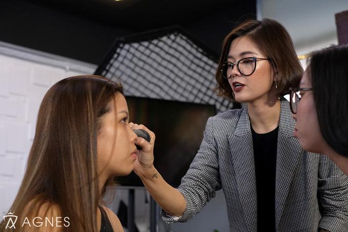 Chuyên Gia Agnes Nguyễn hướng dẫn cách nhận biết da và kỹ thuật xử lý nền.