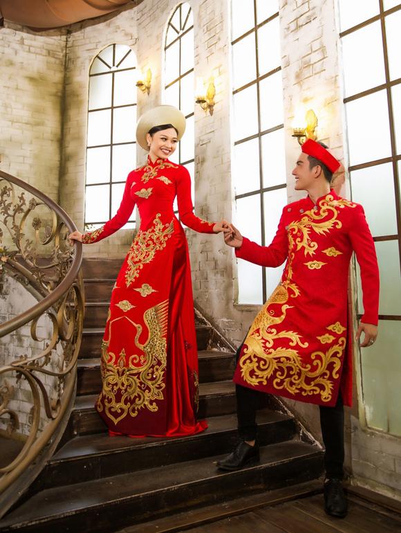 Trong bộ hình áo dài dành cho tân lang - tân nương, con gái nghệ sĩ Lê Giang kết đôi cùng người mẫu Trung Nguyên.