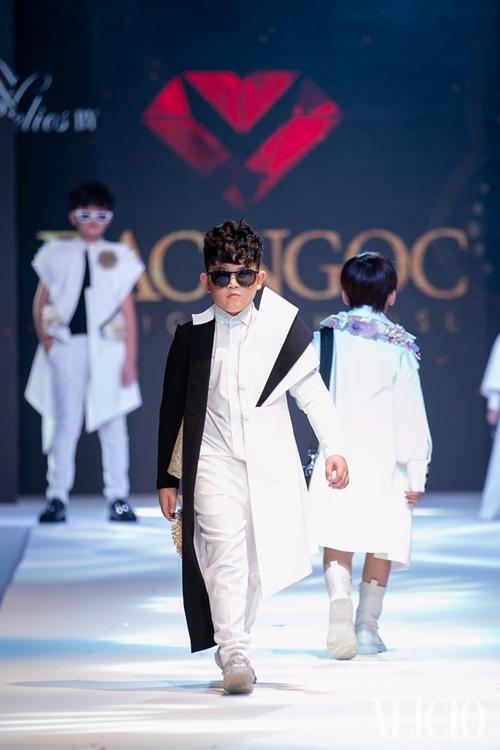 Bangkok International Kids Fashion Show do tạp chí thời trang nổi tiếngThái Lan tổ chức, quy tụ 16 thương hiệu thời trang trẻ em nổi tiếng khu vực châu Á tham dự.
