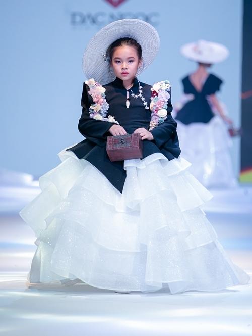 Đắc Ngọc bày tỏ sự hài lòng khi các học trò thể hiện phong cách và thần thái xuất sắc.