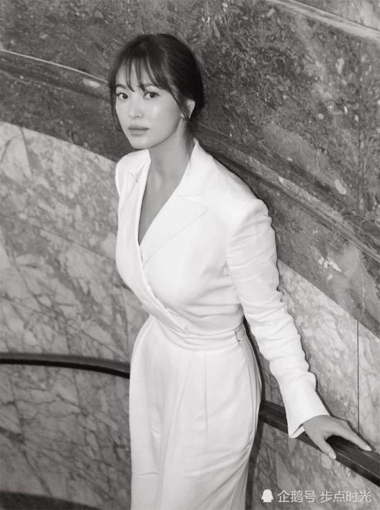 Hình ảnh của Song Hye Kyo tại đêm tiệc thời trang quốc tế.