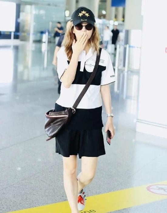 Gu thời trang của Triệu Vy luôn khiến nhiều người đặt câu hỏi.