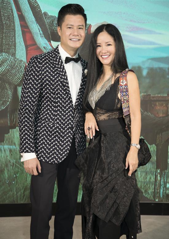 Hồng Nhung mặc trang phục xuyên thấuđi sự kiện. Cô Bống chúc mừng Quang Dũng ra MV Biết mãi là bao lâu sau 10 năm không thực hiện sản phẩm âm nhạctheo định dạng này.