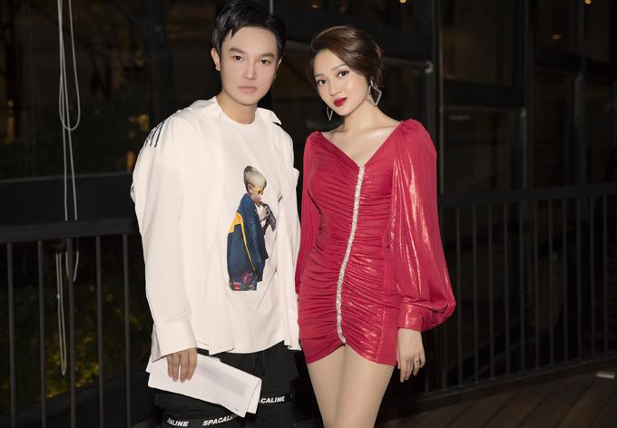 Bảo Anh hội ngộ stylist Hoàng Long tại buổi ra mắt sản phẩm thạch ăn liền ở TP HCM, tối 10/9.