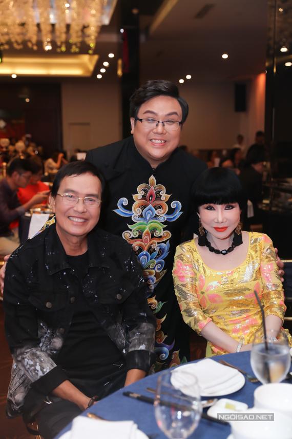 Vợ chồng nghệ sĩ cải lương Thnh Điền - Thnh Kim Huệ ủng hộ chương trình củ Gi Bảo.