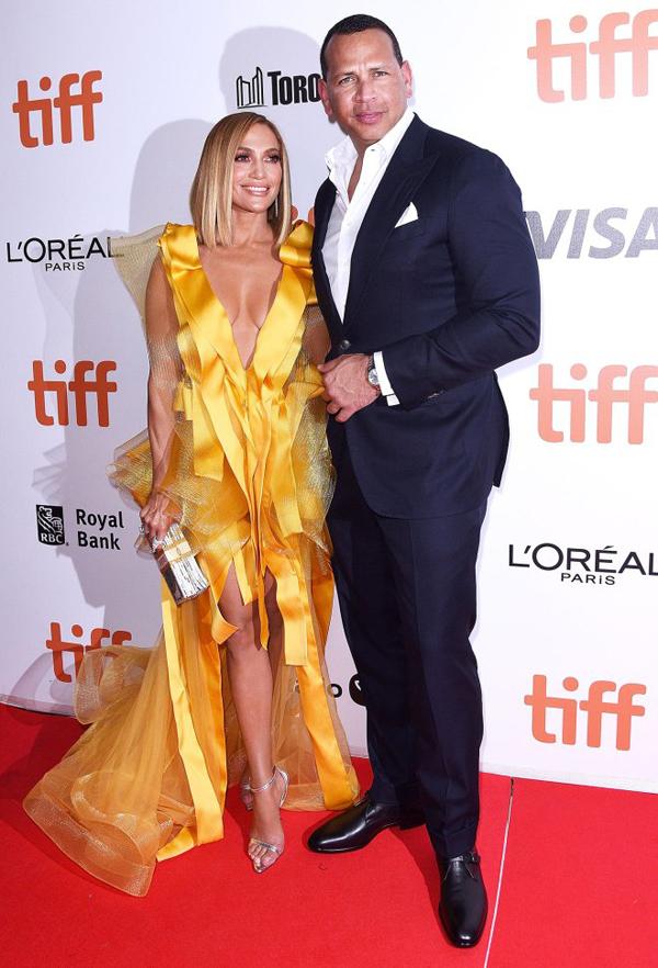 Alex và Jennifer Lopez sánh đôi tại liên hoan phim Toronto ở Canada ngày 7/9. Ảnh: Mega.