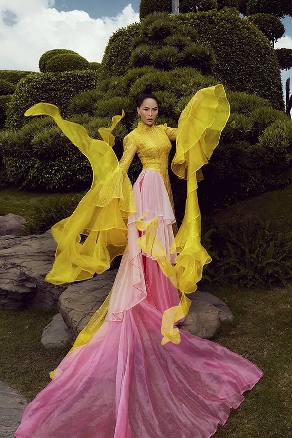 Hôm 10/9, Mỹ Ngọc Bolero cho ra mắt album Chuyện hợp tan với 9 ca khúc thuộc dòng nhạc trữ tình. Cùng với album này, cô hé lộ những hình ảnh của mình trong MV sẽ phát hành vào giữa tháng 9.
