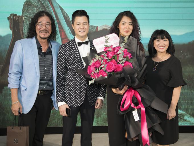 Gia đình Cẩm Vân - Khắc Triệu ấn tượng với MV quay tại chùa Yên Tử của đàn em.