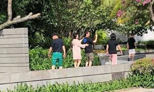 Triệu Lệ Dĩnh cùng chồng đi dạo