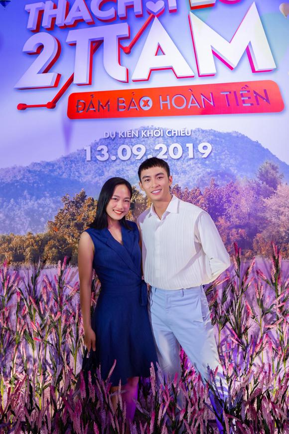 Lãnh Thanh chụp cùng Huỳnh Tuyết Anh. Sau khi đóng cùng Mỹ Tâm trong phim Chị trợ lý của anh, nữ diễn viên 9xtrở nên quen thuộc với khán giả.