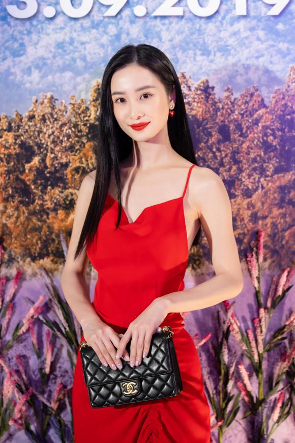 Jun Vũ mặc đầm sexy tham dự sự kiện tối 10/9.