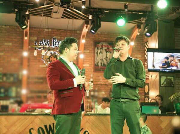 Ngoài ra, trong những dịp đặc biệt, nhà hàng Cowboys còn mời nhiều nghệ sĩ nổi tiếng như: Tuấn Hưng, Quang Lê, Lương Bằng Quang...