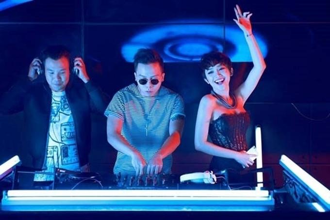 Cặp ca sĩ - producer chính thức tìm hiểu sau lần làm việc chung tại chương trình The Remix 2015. Tuy nhiên thời điểm này, cả hai không thừa nhận hẹn hò dù những hình ảnh thân mật của họ được fans chia sẻ rầm rộ trên mạng xã hội.