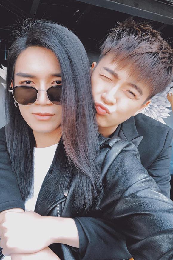 Ngô Kiến Huy và BB Trần thường xuyên đăng ảnh tình cảm trên trang cá nhân.