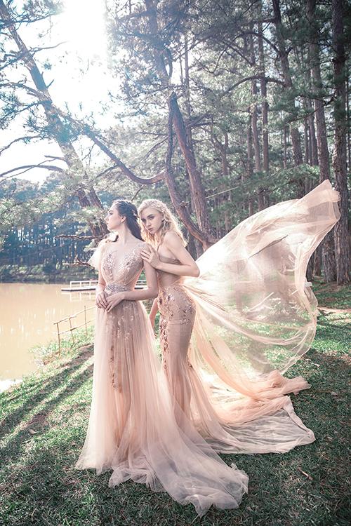 Nếu muốn tìm váy đi chào bàn, những mẫu đầm hồng pastel là gợi ý dành cho bạn. Váy có phom dáng A xòe nhẹ, váy đuôi cá giúp cô dâu biến hóa thành nàng tiên cổ tích trong tiệc cưới nhờ chất liệu mềm mại, uyển chuyển.