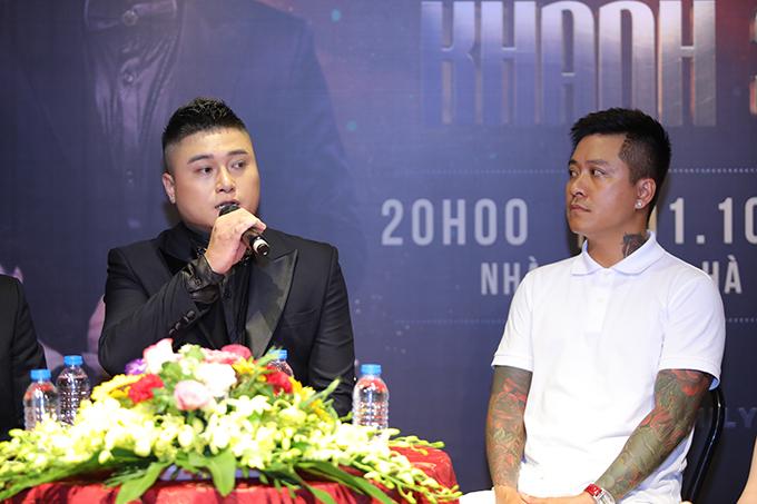 Vũ Duy Khánh và ca sĩ Tuấn Hưng trong buổi họp báo giới thiệu liveshow hôm 11/9 tại Hà Nội.
