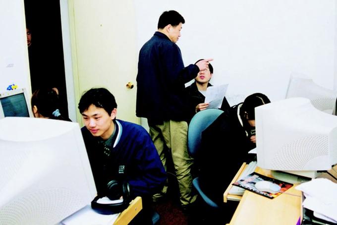 Những người đầu tiên làm việc tại Alibaba trong căn hộ của Jack Ma. Ảnh: Alibaba.