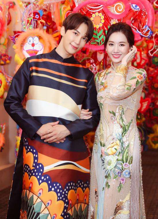 Hari Won tiết lộ cô đã mua tặng Park Jung Min mộtbộ áo dài. Chàng diễn viên Hàn Quốc chia sẻ, ở nước anh Tết Trung thu gọi là Chuseok, dài khoảng 3 ngày. Những ngày Trung thu, các gia đình người Hàn Quốc thường sum họp, ăn bánh Songpyeon và đi thăm, dọn dẹp mộ phần của tổ tiên.