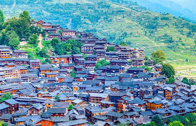 Vùng nông thôn huyện Tam Tuệ, tỉnh Quý Châu, Trung Quốc,nơi nhiều trẻ em phải ở lại nhà cùng ông bà để bố mẹ lên thành phố làm việc. Ảnh: Shutterstock.