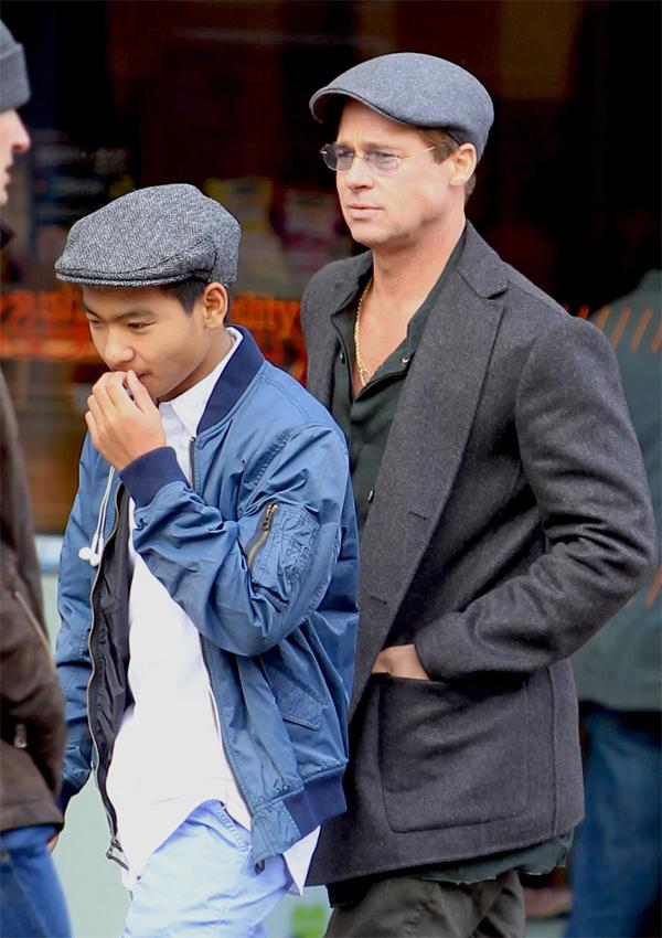 Brad Pitt đi dạo cùng Maddox vào mùa đông năm 2015.