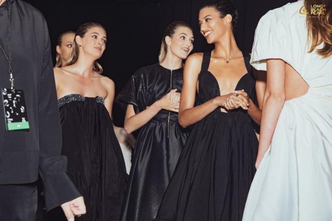 Với sự lần xuất hiện tại sàn runway New York Fashion Week, Long Beach Pearl khẳng định sức hút ấn tượng, vẻ đẹp của những tuyệt tác ngọc trai cũng như vị thế của thương hiệu nâng tầm quốc tế.