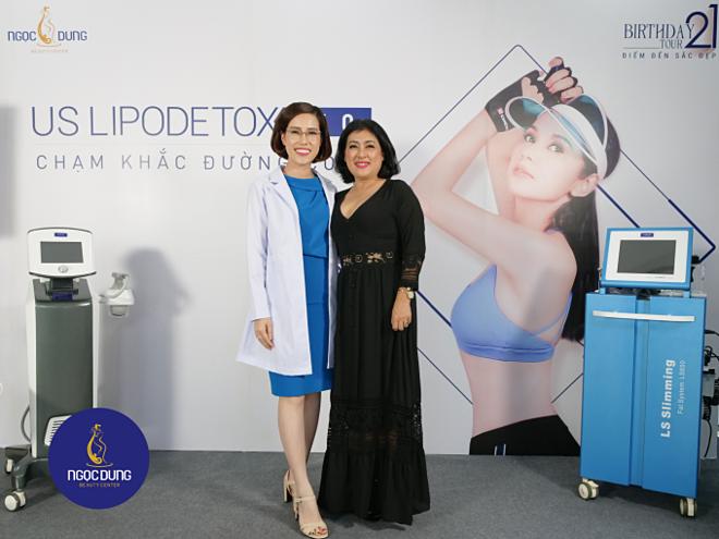 Nghệ sĩ Thanh Thủy dự sự kiện cùng chuyên gia chị Thái Ngọc - Tổng giám đốc Hệ thống Thẩm mỹ viện Ngọc Dung.