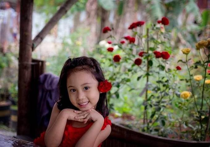Tên của vườn hoa là Susu - được đặt theo tên con gái đầu lòng của anh. Bé Susu rất thích được ra vườn ngắm hoa mỗi ngày.