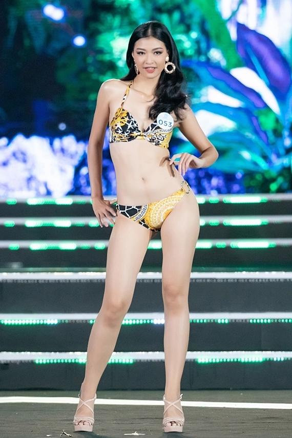 Nguyễn Hà Kiều Loan - Á hậu 1 Miss World Vietnam 2019 - sẽ dự thi Hoa hậu Hòa bình Quốc tế 2019 ở Venezuela. Nữ sinh quê Quảng Nam năm nay 19 tuổi, cao 1,7m, số đo 80-62-94.