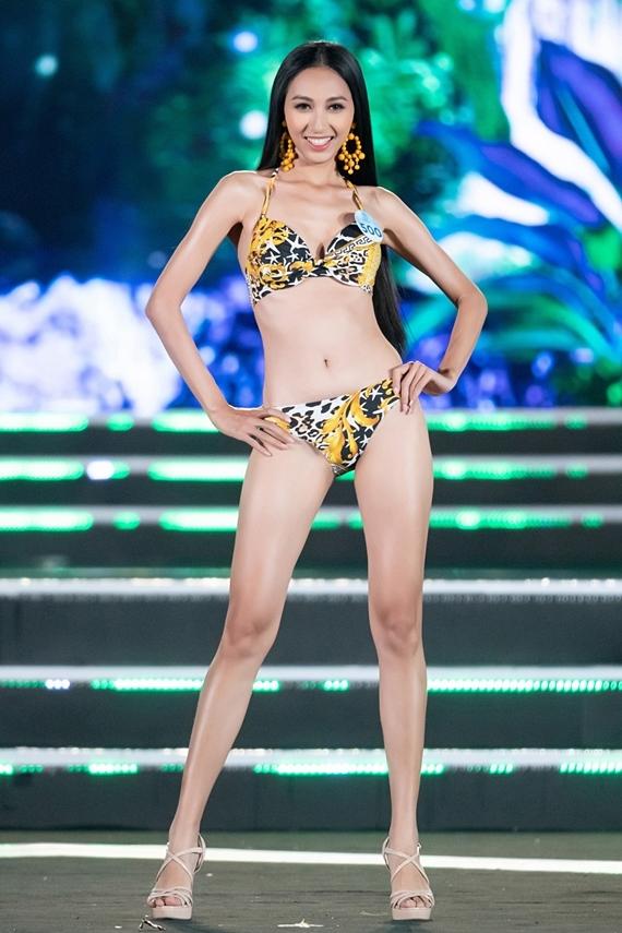 Người đẹp Thu Hiền sẽ dự thi Hoa hậu Châu Á Thái Bình Dương. Cô vừa lọt top 15 Miss World Vietnam 2019, cao 1,7m và số đo 80-60-90.