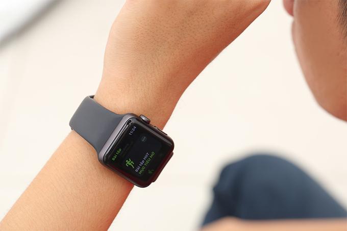 Apple Watch Series 3 phiên bản GPS, 42mm hiển thị đầy đủ thông báo, cuộc gọi từ điện thoại của bạn.