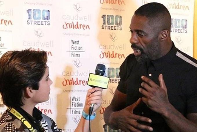 Jenk Oz phỏng vấnnam diễn viên Idris Elba. Ảnh: Instagram.