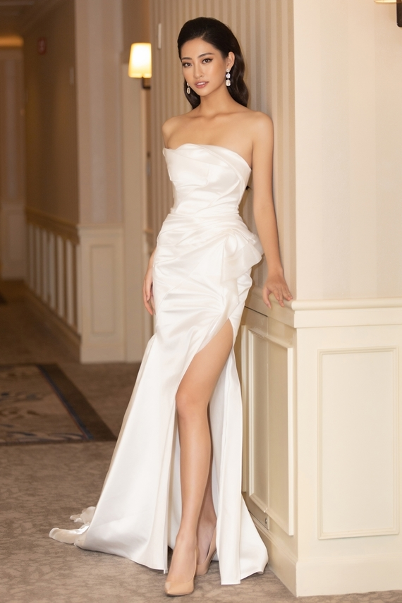 Thùy Linh nổi bật trong thiết kế cắt xẻ nhờ chiều cao 1,78m, số đo ba vòng 89-68-92. Ngoài lợi thế hình thể, mỹ nhân Cao Bằng còn giao tiếp lưu loát bằng tiếng Anh. Cô được kỳ vọng sẽ đạt thành tích cao tại cuộc thi Hoa hậu Thế giới 2019 tổ chức tại Anh vào tháng 12.