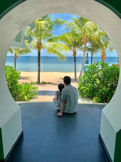 Gần 5 ngày, vợ chồng Như Thảo và con gái chủ yếu thư giãn trong resort. Chúng tôi muốn tận hưởng khoảng thời gian thư thái bên nhau nên hạn chế di chuyển để không mệt mỏi, cô chia sẻ.