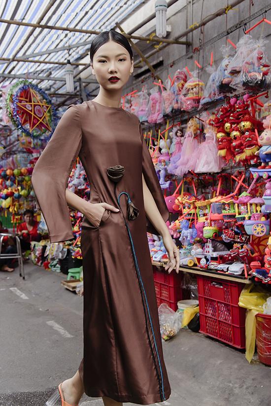 Mỗi trang phục mà Hà Linh Thư thực hiện luôn nhấn vào sự quyến rũ của phụ nữ Á đông. Với chị, cái duyên của phụ nữ được ấn chứa trong từng nét cắt tinh tế, từng sợi vải lụa mềm mại.