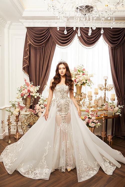 NTK Phạm Đăng Anh Thư đã tìm đếnÁ hậu cuộc thi Miss World Vietnam 2019 - Tường San để thể hiện các sáng tạo mớithuộcbộ sưu tập váy cưới sắp ra mắt.