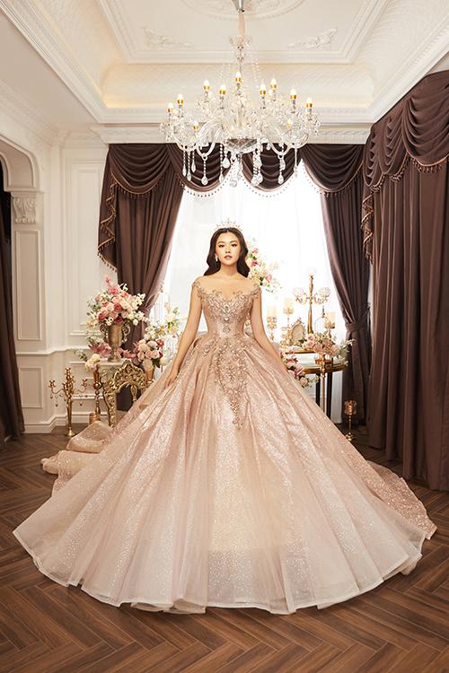 Đầm xòe bồng là lựa chọn được nhiều cô dâu nhớ đến khi tìm chiếc váy cưới trong mơ.