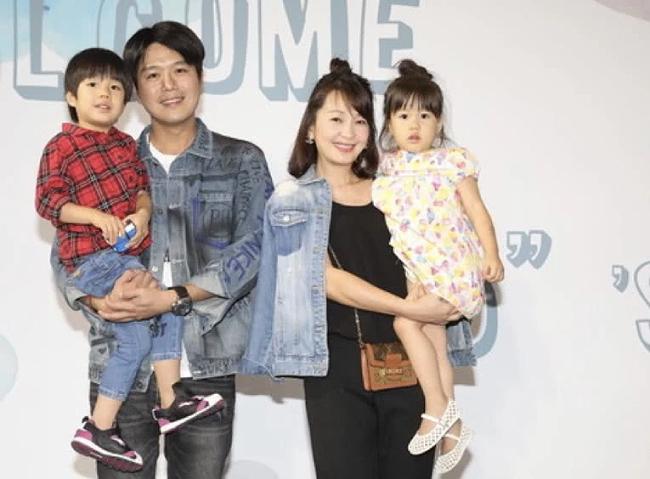 Vợ chồng MC Lục Nguyệt và các con.