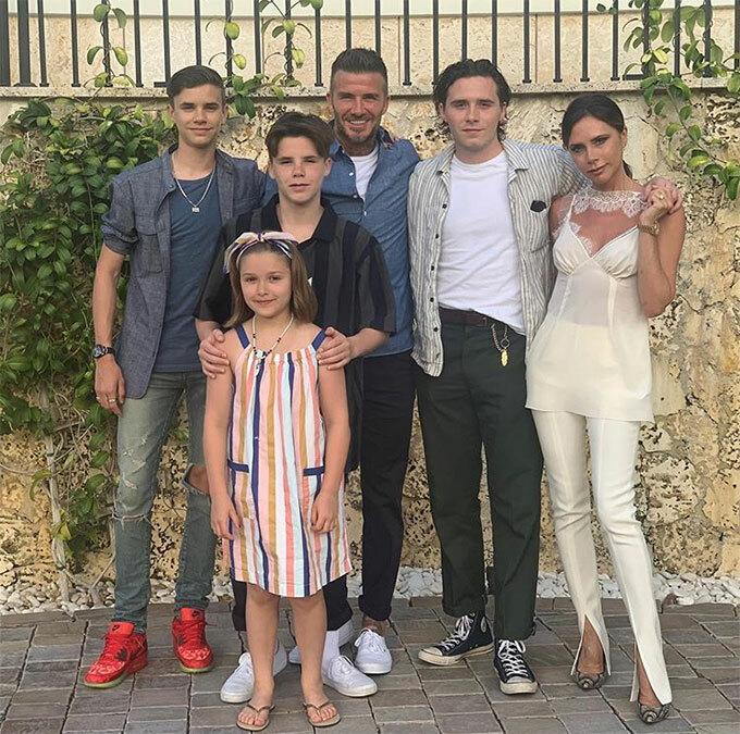 Gia đình hạnh phúc của cựu thủ quân tuyển Anh và cựu ca sĩ nhóm Spice Girls.