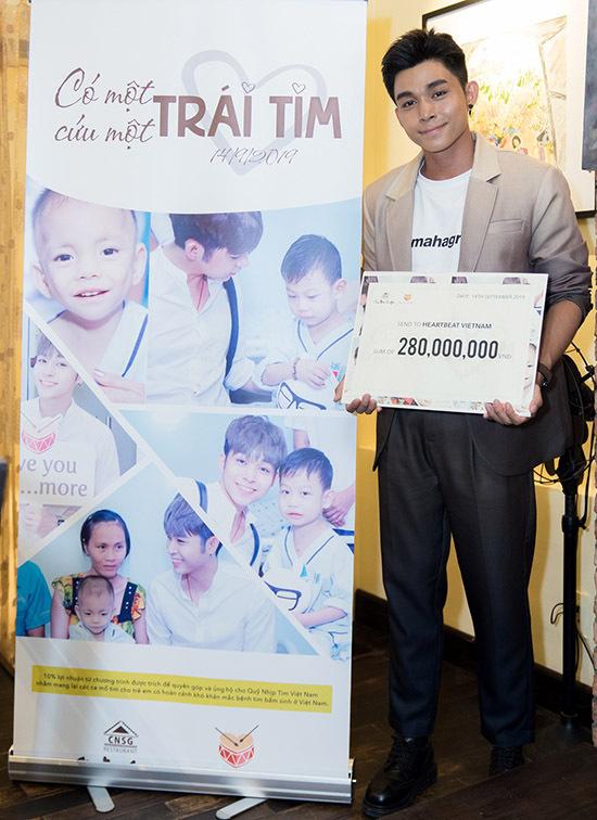 Jun Phạm tại buổi tổng kết chiến dịch Có một trái tim cứu một trái tim, hôm 14/9.