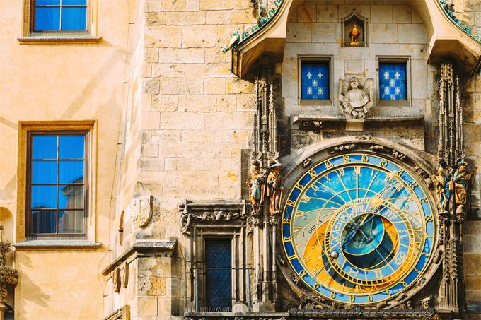 Đồng hồ thiên văn là một trong những điểm thu hút nổi tiếng nhất của Prague. Tuyệt đẹp, sống động và ở tuổi 606, đây là chiếc đồng hồ thiên văn lâu đời nhất vẫn còn hoạt động