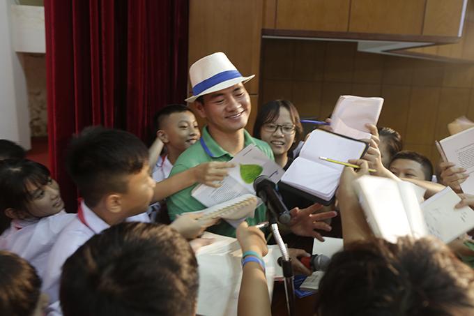 Diễn viên hài Xuân Bắc đã đồng hành với sự kiện nhiều năm nay. Anh rất mong muốn khuyến khích văn hoá đọc, đặc biệt là với các bạn trẻ.