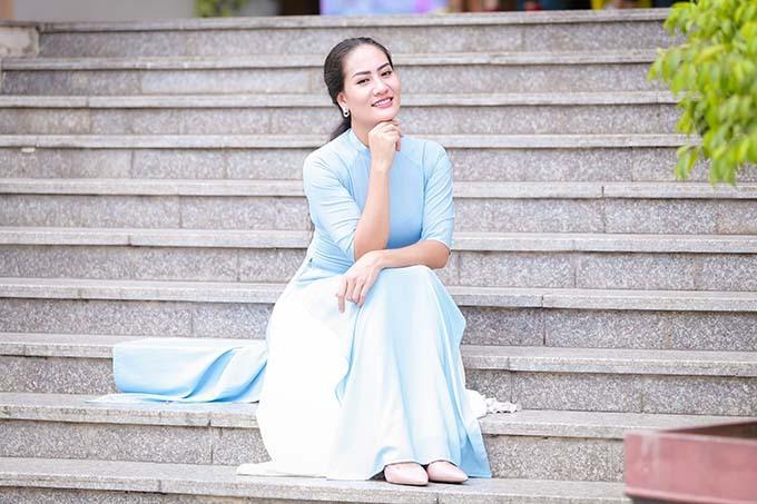 Diễn viên Minh Cúc - người thủ vai Xinh trong phim Về nhà đi con - có mặt tại sự kiện từ sớm.