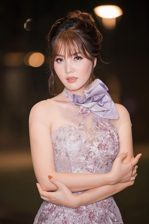 Sự kiện tối qua còn có sự xuất hiện của Thuỵ Vân. Á hậu Việt Nam 2008 cũng chính là chị họ xa của Ngọc Hà - bạn gái Công Lý.