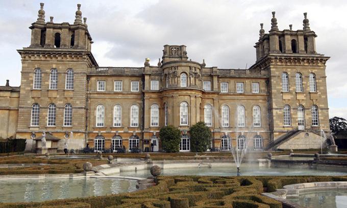 Cung điện Blenheim ở hạt Oxfordshire, Anh. Ảnh: AP.