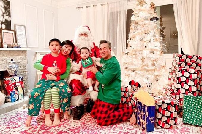 Gia đình 4 thành viên sống cùng nhau trong một căn biệt thự
