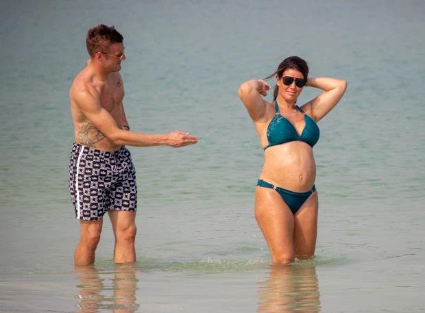 The Sun đăng tải loạt ảnh trong chuyến đi nghỉ lãng mạn của vợ chồng Jamie Vardy tại Dubai
